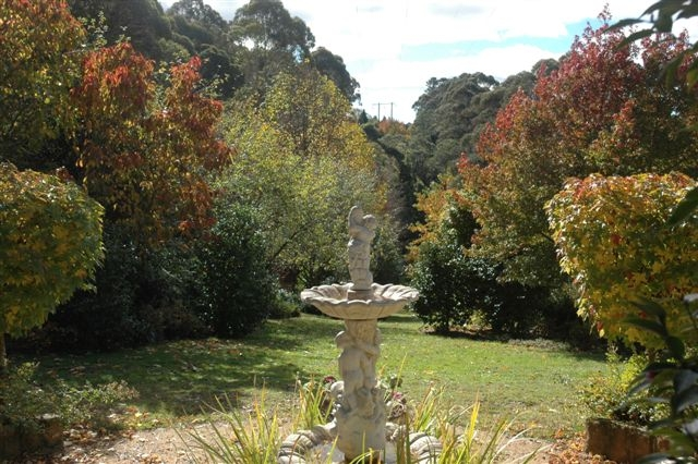 Round garden, May